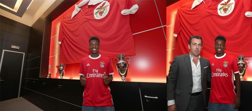 Fábio Baptista assina  pelo Benfica